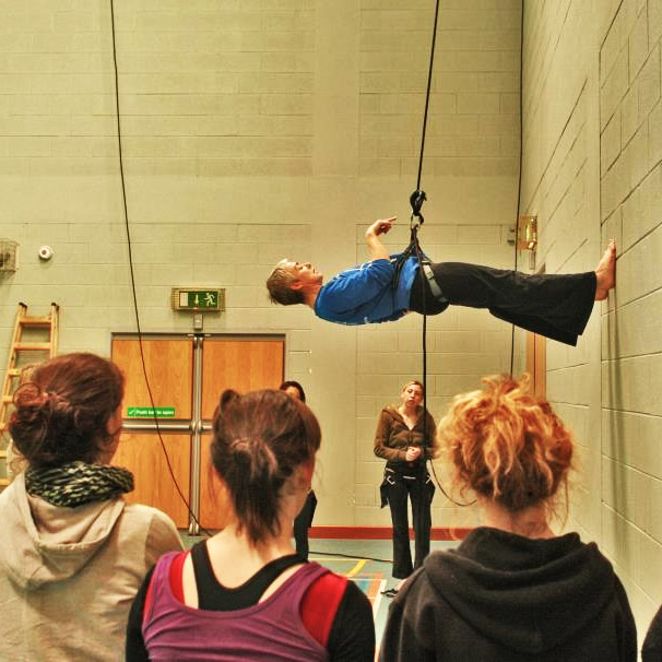 lyndsey-butcher-teaching-wall-running-at-irish-aerial-dance-fest-letterkenny-donegal